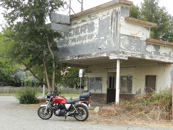 Name:  defunct gas station.JPG