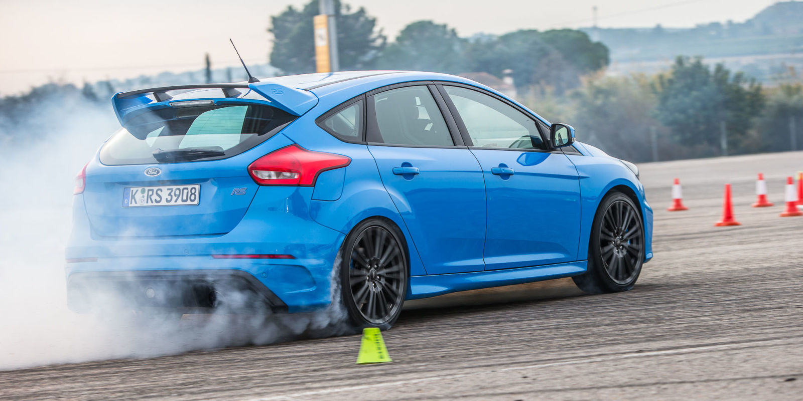 r t the 2017 ford focus rs is a track car disguised as a practical hatchback