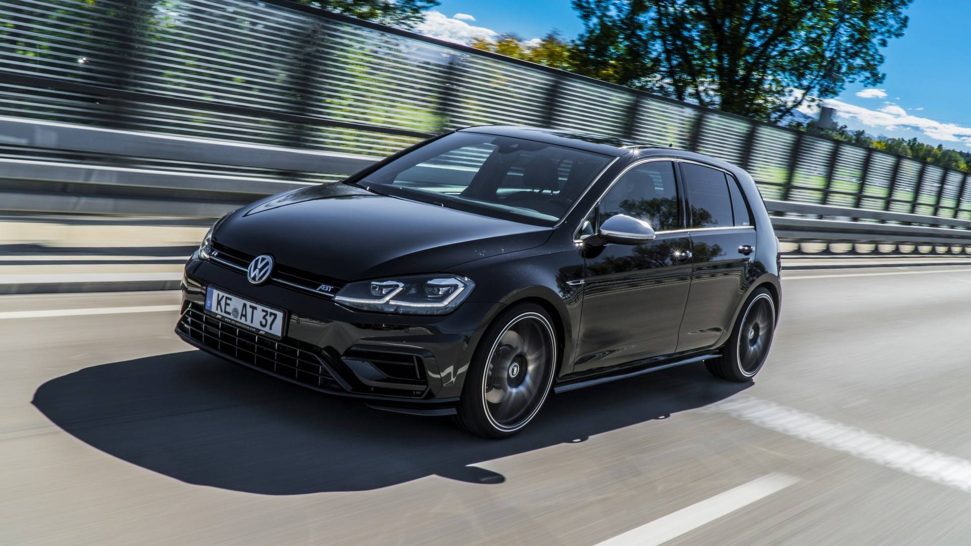 Name:  the-abt-golf-r-is-the-golf-r400-volkswagen-wont-make-121312_1.jpg Views: 358 Size:  253.5 KB